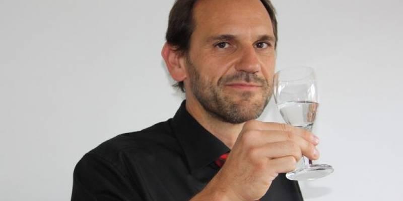 """""""Минералната вода на Михалково е нещо съвсем необикновено"""", сподели водният сомелиер Петер Шроп, който днес пристига на посещение в България по покана на Компанията за бутилиране на минерална вода Михалково."""